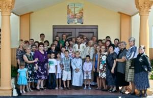 credinciosii bisericii sfanta cruce